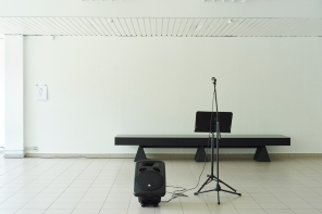 Hannes Egger, Opening, microphone, music stand, loadspeaker, text, dimensions variable, 2017 (Photo: Denis Laner)
